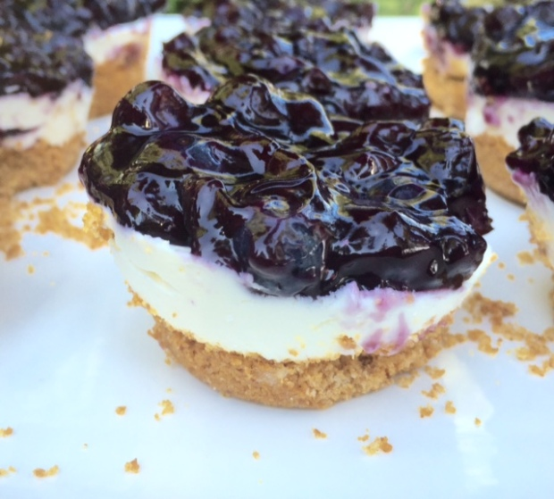 Lemon Blueberry Mini-Cheesecakes #youngliving #essentialoils